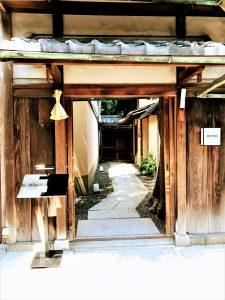 京都のミシュランフレンチ店MOTOI(モトイ)の玄関